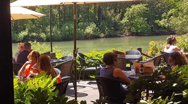 Lunch on the north bank of the Willamette