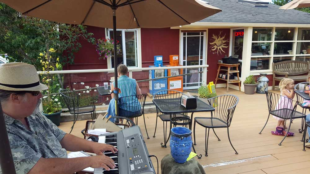 Lunch in Chimacum, Washington at the Farm's Reach Cafe with live music.