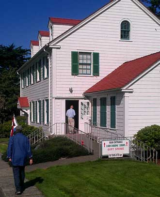 Umpqua River Lighthouse Museum and Gift Shop, Behind: Umpqua River Lighthouse from the beach