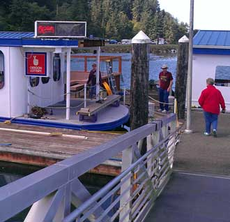 Lunch in a floating restaurant, Behind: Visiting the Umpqua Discovery Center