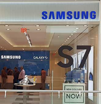 Across from the Apple Store, a Samsung S7 store.