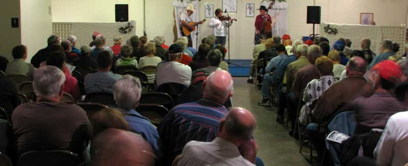 A small room for the fiddlers contest