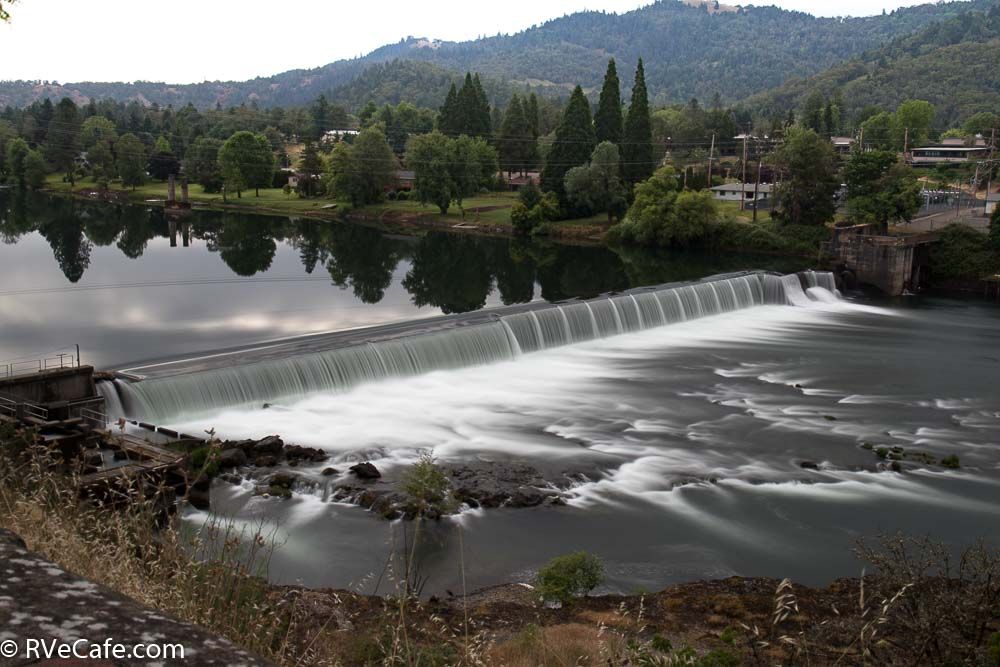 The dam on the North Umpqua River in Winston, Oregon