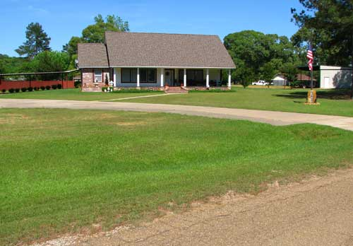 Lots of green grass around LA and east Texas houses
