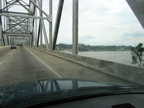 Crossing into Mississippi over the Mississippi River into Natchez