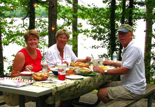 Diner with Janet and Ralph on the shore of the Tennessee River
