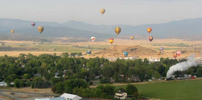 Early morning balloon rally in Montague