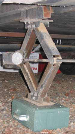A sturdy stabilizer block for landing gear and leveling jacks.