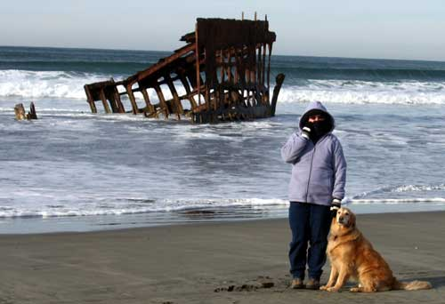 Gwen and Morgan with the Peter Iredale Shipwreck